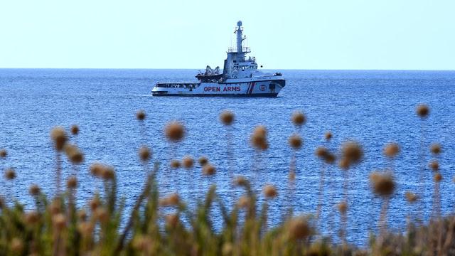 """España ofrece """"el puerto más cercano"""" al barco de rescate Open Arms tras su negativa a desembarcar en Algeciras"""