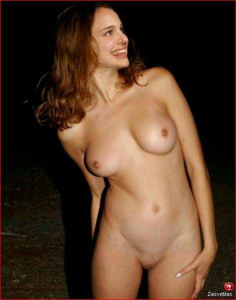 Натали Портман засветила грудь