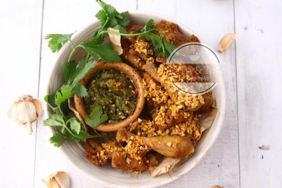 Resep Ayam Kampung Goreng Bumbu Kuning dengan Sambal Ijo