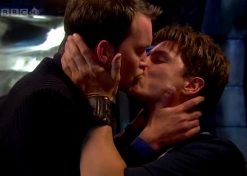 torchwood kiss jack ianto relationship