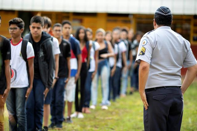 GDF quer dinheiro para mais 36 escolas com gestão militar