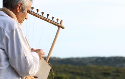 Ακούστε αρχαία ελληνική λύρα και προσπαθήστε να μη δακρύσετε (vid)