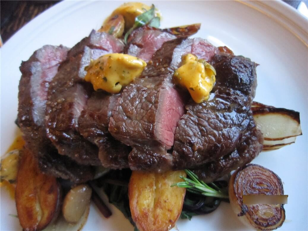 『The Byron at Byron』のレストランで食べた美味しいステーキの写真