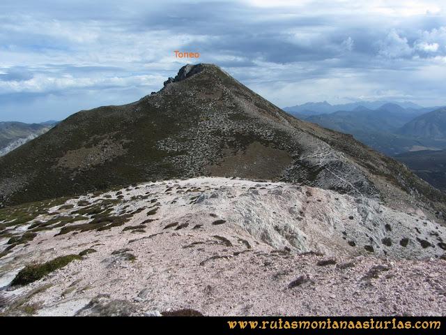 Ruta Pico Toneo y Peña Agujas: La Loma.