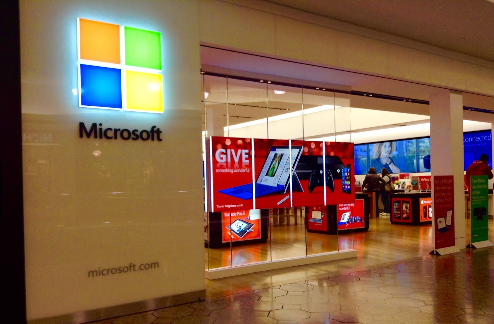 Microsoft Close Stores