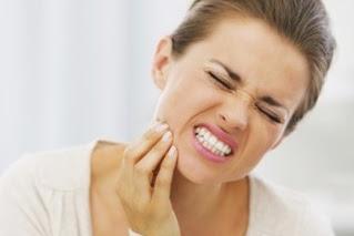 Beberapa Cara Mengatasi Sakit Gigi Sendiri di Rumah