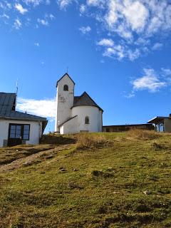 Eine Kapelle ziert den Gipfel der Hohen Salve