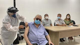 COVID-19: Médico Antônio Lustosa é o primeiro campomaiorense vacinado