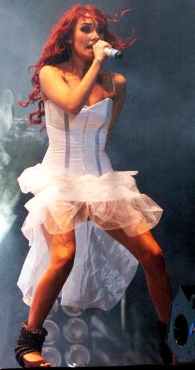 Foto de Dulce María en el escenario