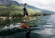 Electric surfboard from Audi: Audi e-foil