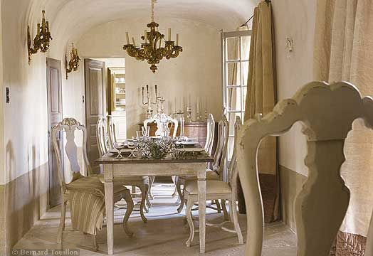 dining room - image by Bernard Touillon via cotemaison fr,  Août-Septembre 2005, Maison Famille, La Nouvel Le Vie d Un Mas En Provence as seen on linenandlavender.net - http://www.linenandlavender.net/2014/01/backtoprovence.html