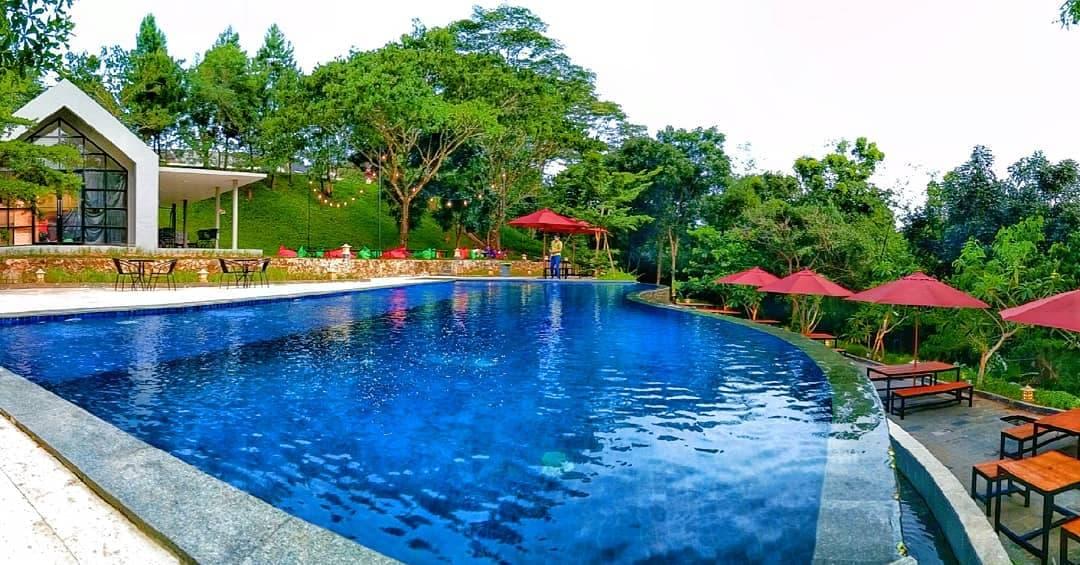 kolam renang paradesa park