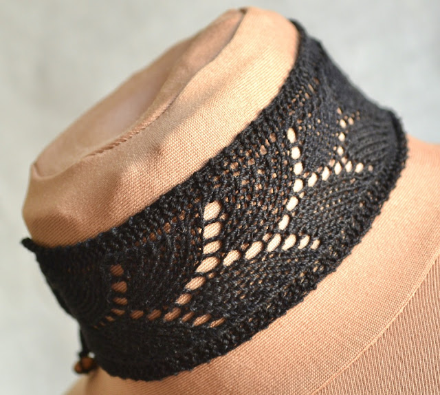 Knitted Lace Choker