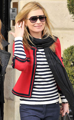 paris-street-fashion-navy-and-white-stripes
