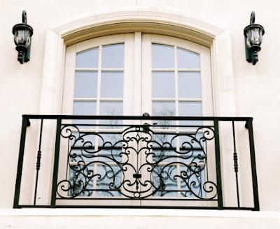 8 Gambar Railing Balkon Klasik (Cocok Untuk Rumah Minimalis