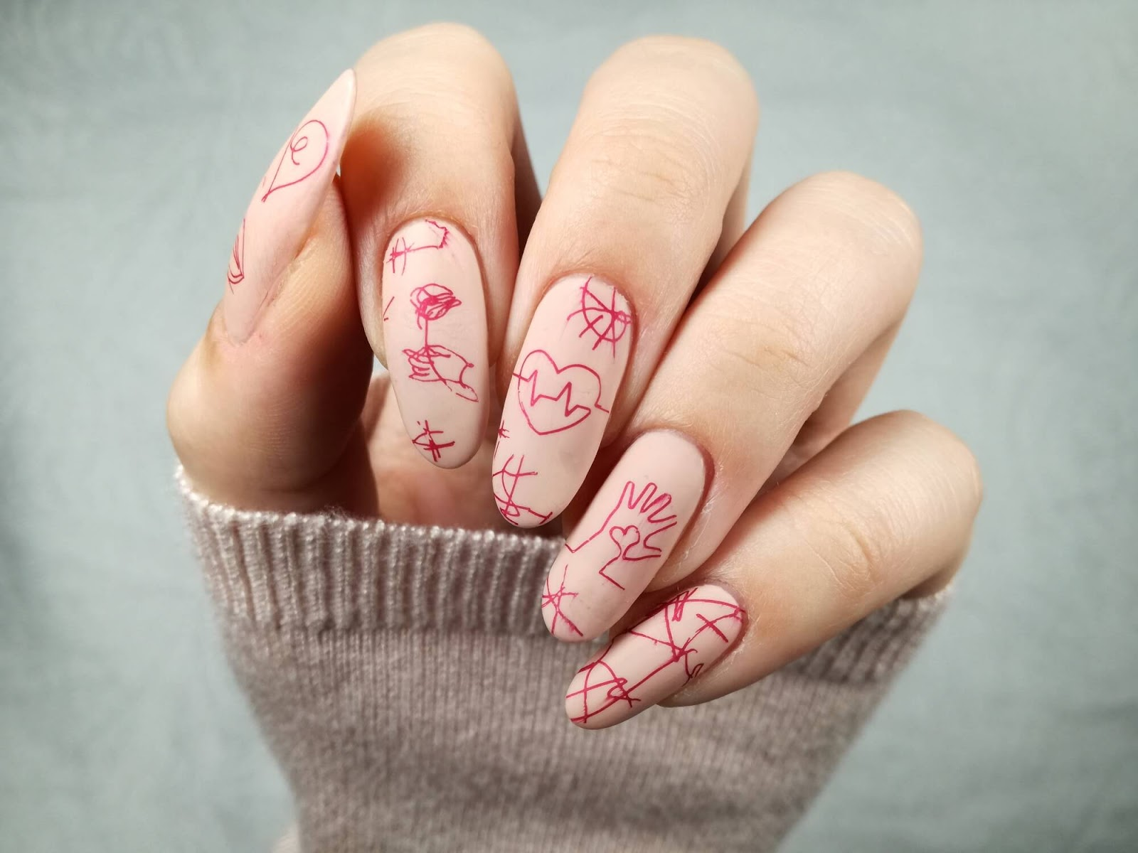 stonowane cieliste paznokcie