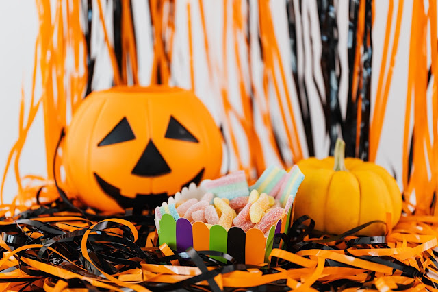 #HalloweenIsHappening - 66% Of Americans Admit To Stealing From Their Halloween Candy Stash
