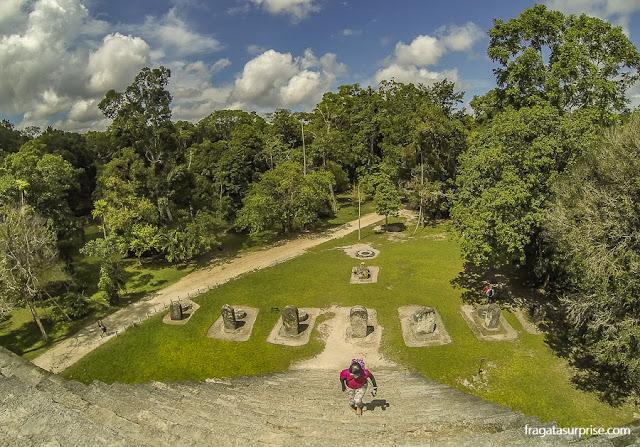 Subida da Pirâmide Leste do Complexo Q, Tikal, Guatemala