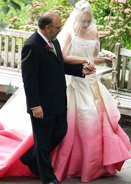 a cantora Gwen em seu casamento