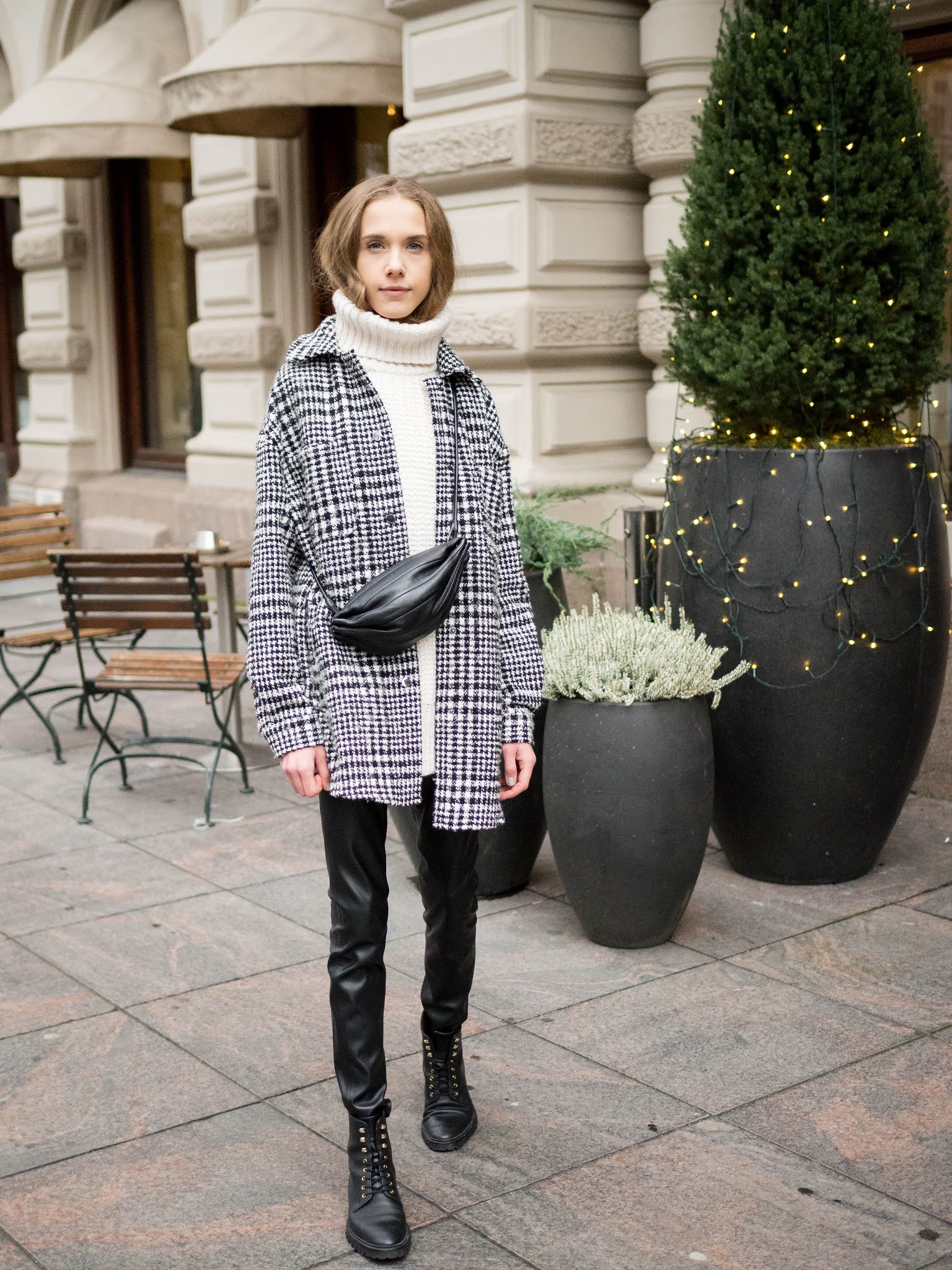 Naisten mustavalkoinen asu // Black and white outfit for women