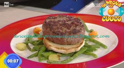 Hambuger al Lambrusco con fagiolini saltati ricetta Piparo da Prova del Cuoco