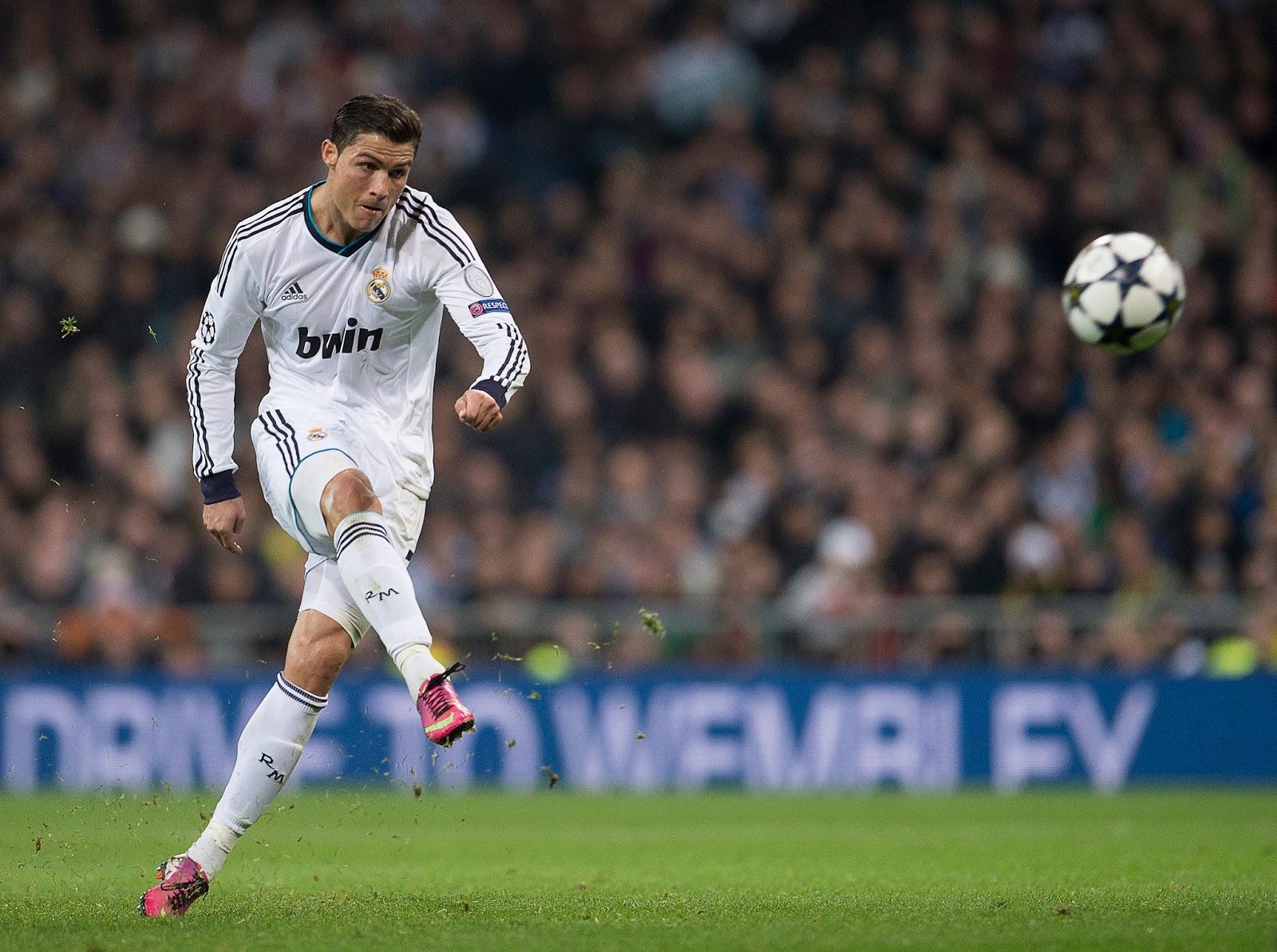 Football Wallpaper - Cristiano Ronaldo free kick picture HD