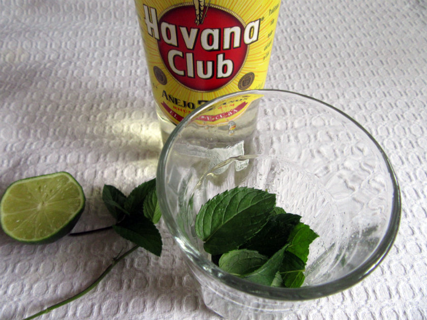 Cuban mojito by Laka kuharica: gently push the mint down into the lime juice.
