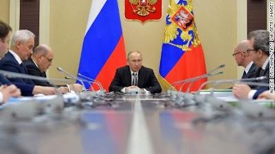 يأخذ الفيروس التاجي منعطفًا خطيرًا في روسيا ، ولم يعد بوتين يشع الثقة