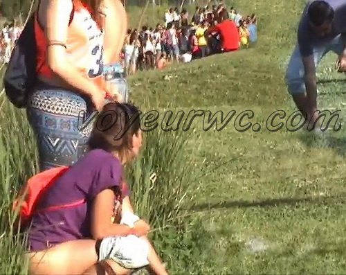 Girls Gotta Go 14 (Spanish girls peeing in public at festival)