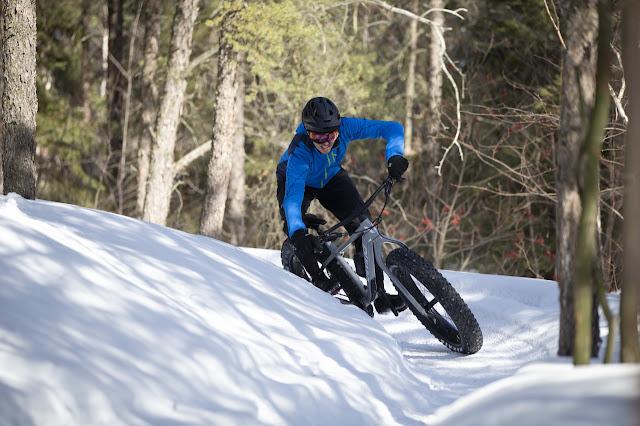 Fatbike Republic 2021 Devinci Minus Fat Bike Minus NX Minus Deore Newfoundland