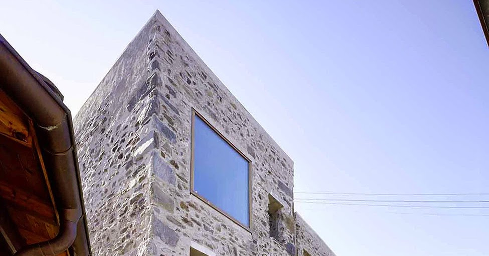 die wohngalerie gro e fenster als stilmittel einer sanierung im denkmalgesch tzten steinhaus. Black Bedroom Furniture Sets. Home Design Ideas