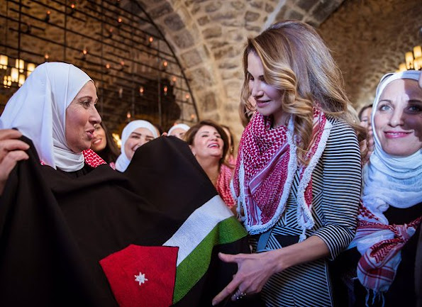 Queen Rania met with women from the Sayyidat Nashmiyyat group in Amman