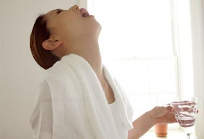 Limpar a garganta com Mistura de  óleo de coco