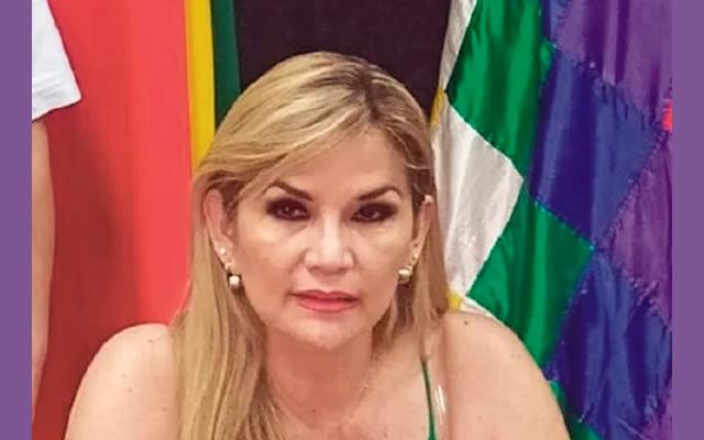 Añez dice que el crédito del FMI daba para vacunar con rapidez a todos los bolivianos