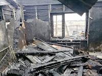На площади 133 кв. м повреждена кровля гаража; сгорели: крыша, перекрытие, домашнее имущество, повреждены стены частного жилого дома.