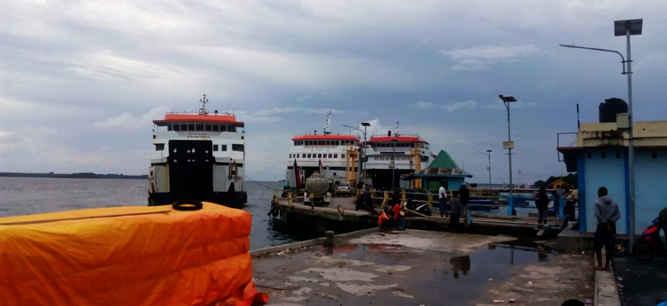 Kementerian Perhubungan Direktorat Jenderal Perhubungan Laut melalui Kantor Syahbandar dan Unit Penyelenggara pelabuhan Kelas II Tual mengeluarkan larangan berlayar bagi kapal di bawah 1000 Gross Tonnage (GT).