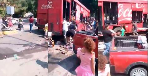 VIDEO;  Vecinos niños y mujeres aprovechan un narco bloqueo para saquear un camión de Coca-Cola en Michoacá