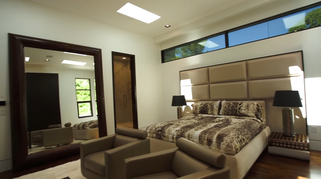 67 Interior Photos vs. Tour Minecraft Markus Persson's Home 1181 N Hillcrest Rd, Beverly Hills, CA