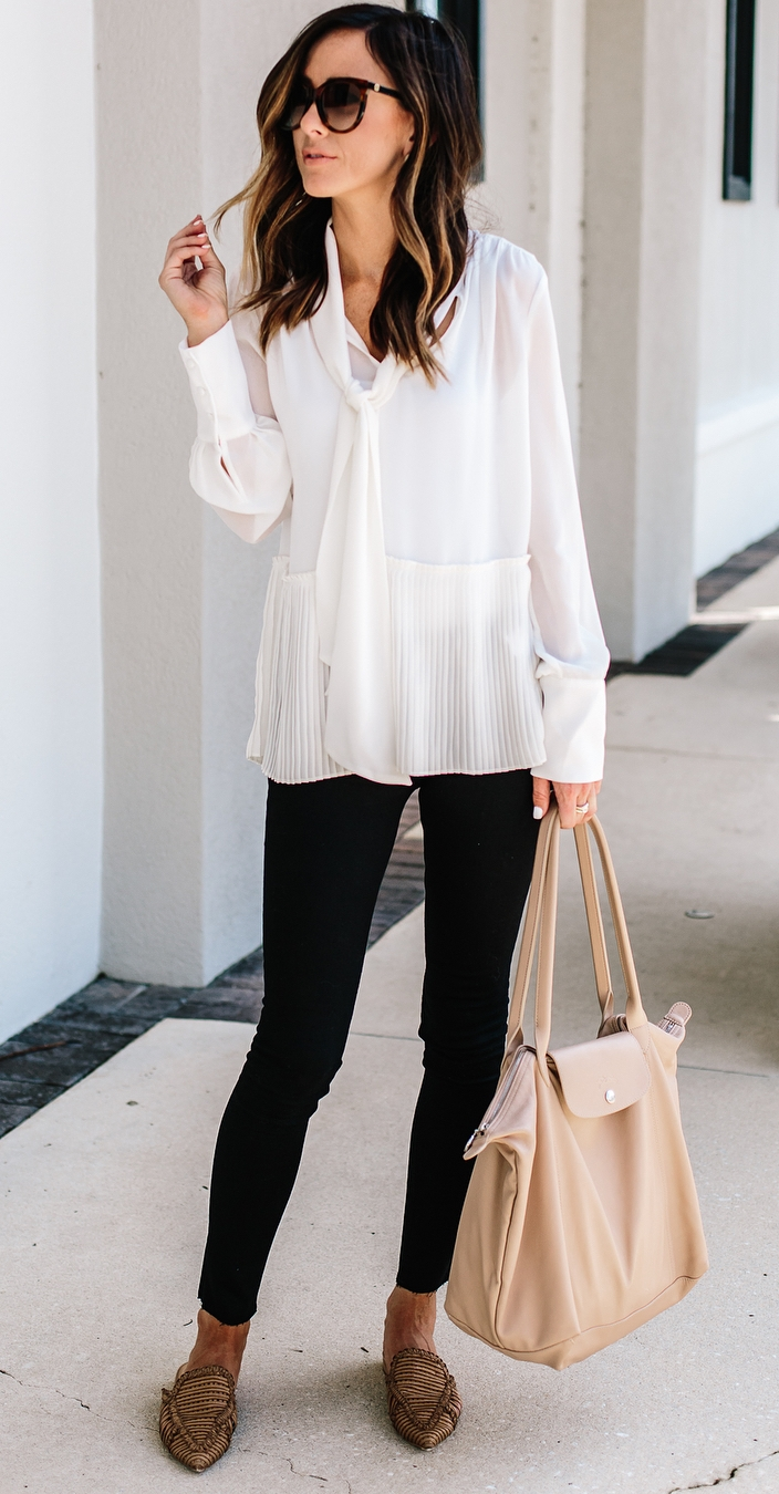 cute office outfit / white blouse + nude bag + black skinnies + flats