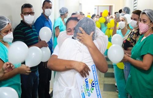 Paciente de 29 anos que chegou intubada em RO é a primeira a voltar com vida para Mato Grosso do Sul