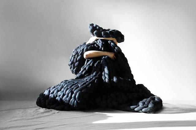 Anna Mo hasilkan selimut gergasi guna benang kait 3 inci