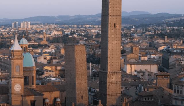 بولونيا مدينة إيطالية