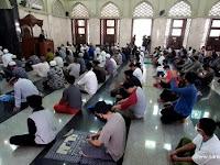 Bagaimana Hukumnya, Ketika Sholat Berjamaah dengan Imam Berbeda Aliran?