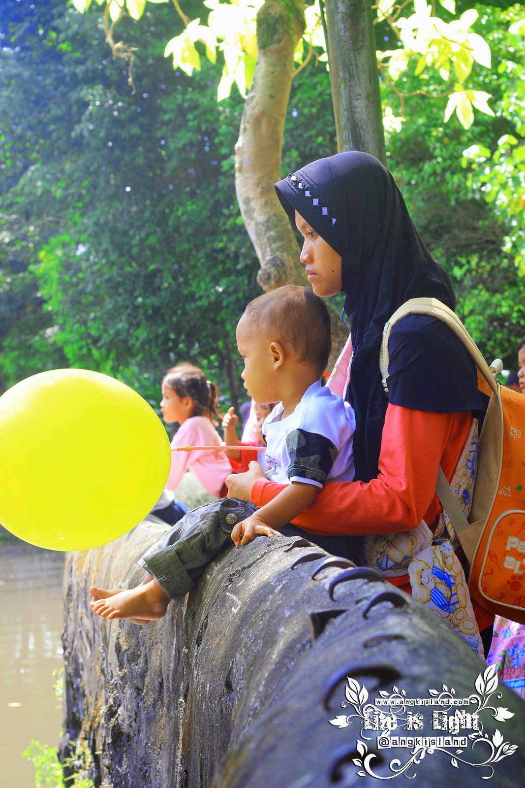 ibu-ibu di Gembiraloka