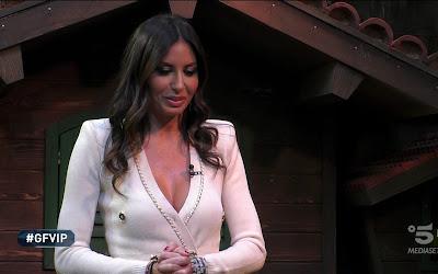 Elisabetta Gregoraci vestito bianco grande fratello vip 11 gennaio 2021