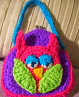 http://translate.google.es/translate?hl=es&sl=en&tl=es&u=http%3A%2F%2Fcrochetparfait.blogspot.com.es%2F2013%2F11%2Flittle-girl-purses.html