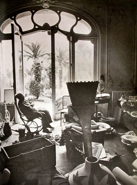 Mondoblogo Picasso In His Studio Villa Quot La Californie Quot