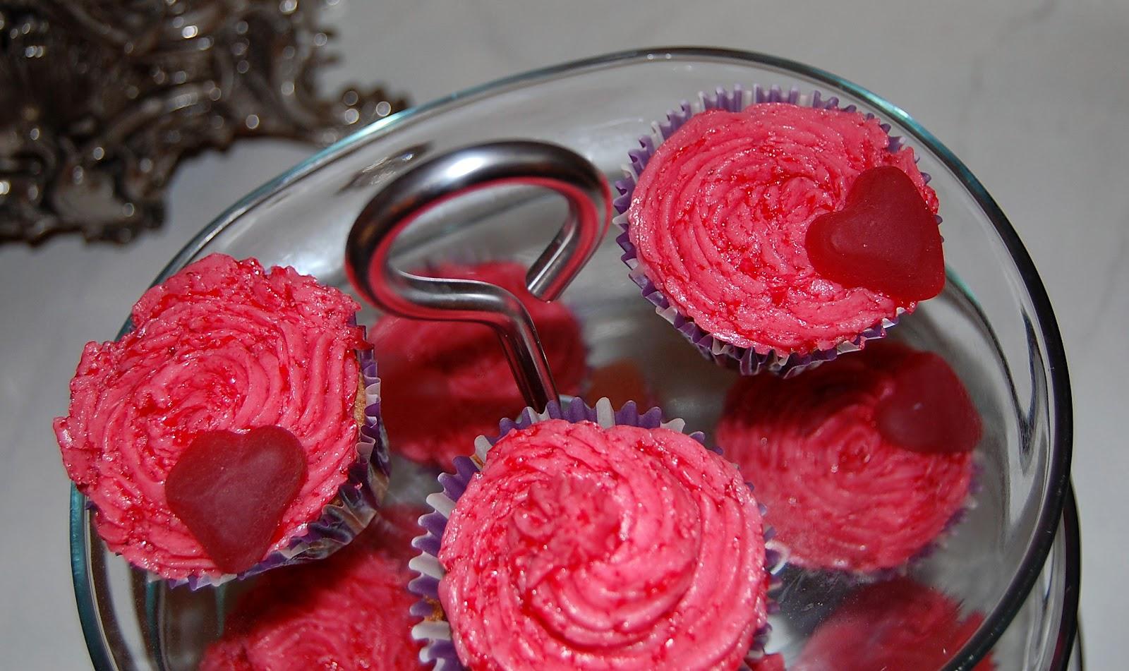 http://azucarenmicocina.blogspot.com.es/2012/05/cupcake-de-chocolate-con-buttercream-de_29.html