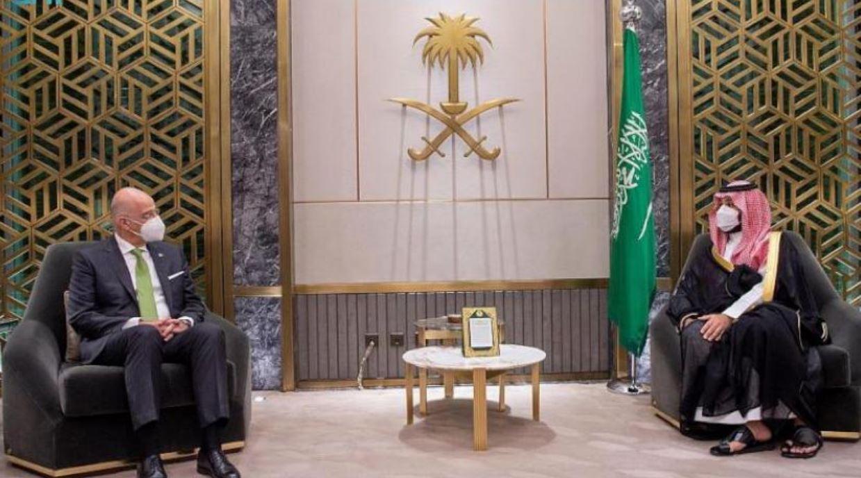 ولي العهد السعودي يلتقي وزير الخارجية اليوناني لبحث الأوضاع الإقليمية الراهنة