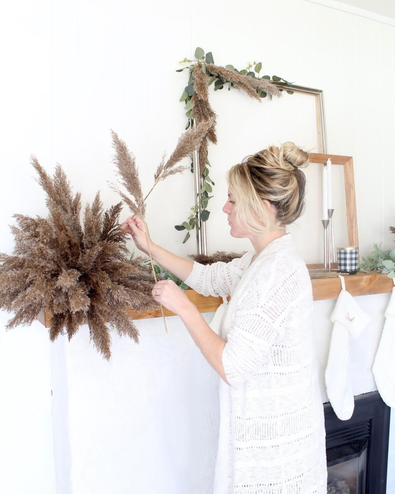 nordic-christmas-decorating-ideas-pampas-grass-wedding-holiday-decor